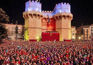 Las Torres de Serranos durante la celebración de la Cridà que abren las Fallas 2013. Horizontal