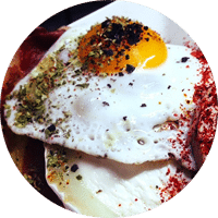 huevos con jamón y pimentón
