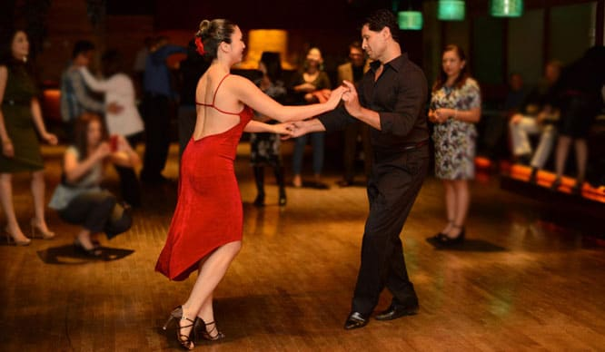 Danzad, danzad, malditos: los mejores locales de salsa de Valencia