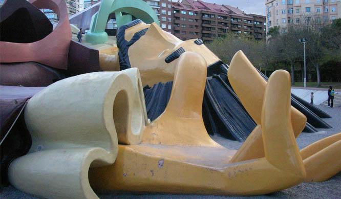 La cabeza de Gulliver en el parque
