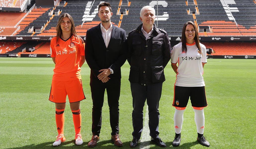 La camiseta del Valencia CF femenino sí tiene patrocinador