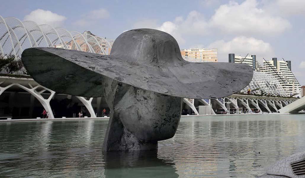 Las esculturas de Manolo Valdés en la Ciudad de las Artes y las Ciencias