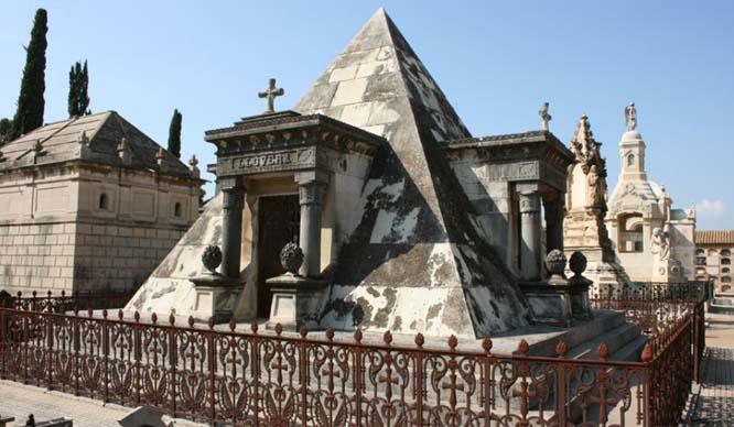 pirámide llovera ruta museo silencio