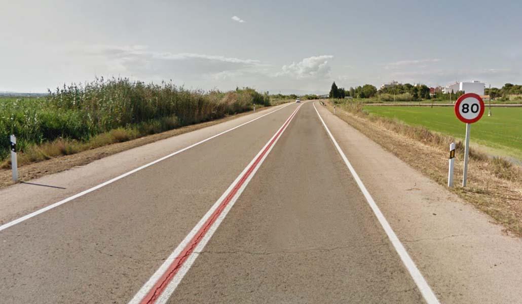 Una carretera de El Saler se llena de pintadas