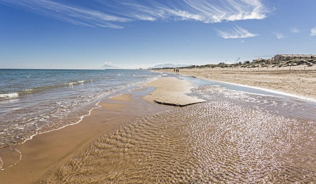 aparcar en la playa de valencia en verano da asco (pero tenemos la
