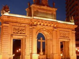 porta mar valencia iluminado